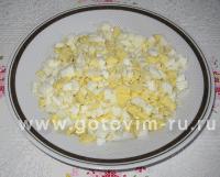Яйца нарезать